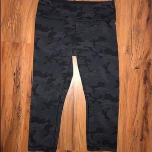 Lululemon Womens Camo Cropped Leggings Sz 6